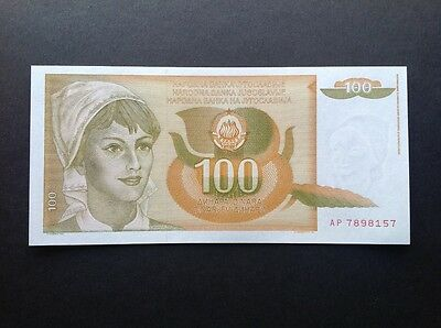 Yugoslavia uncirculated banknote for 100 Dinara dated 1990.