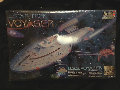 Star Trek USS Voyager: Revell 85-3612 Model Kit with Voyager Pin Limited Edition
