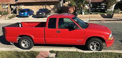 2001 Chevrolet S-10  2001 Chevy S10 Pickup Truck, Red with Tommy Hydraulic Lift Gate