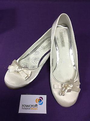 Gorgeous Pair of Ivory Wedding Flat/Dolly Shoes - Size 7
