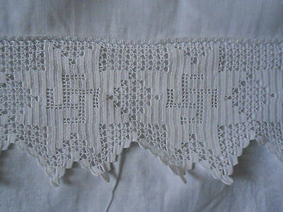 "Beautiful Pure White Vintage Damask Tablecloth With 4"" Hand Crochet Border"