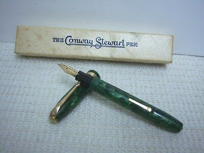A Nice 1950s Conway Stewart 84 Marbled Green/Gold Veins Fountain Pen In Box