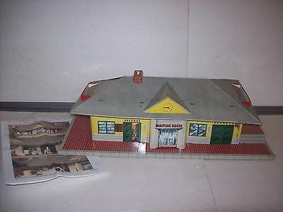 Marx #4412 Glendale Station, tin lithographed in nice condition, info sheets-B