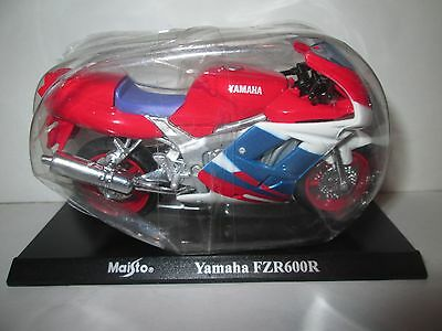 Yamaha Fzr600R Maisto 1-18 Scale Motorcycle Model On Stand