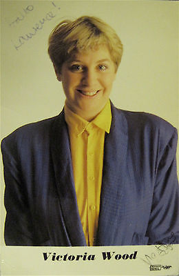 """Victoria WOOD, Great English Comic/Actor/Writer 1953-2017. Hand SIGNED 4X6""""Photo"""