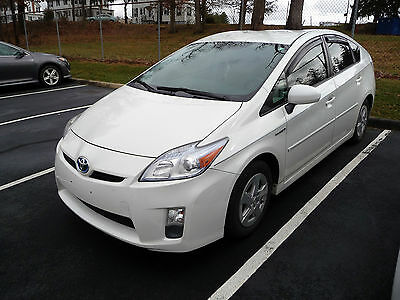 2011 Toyota Prius Base Hatchback 4-Door 2011 Toyota Prius Base Hatchback 4-Door 1.8L