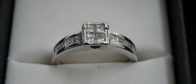 Ladies 18k Solid White Gold Diamond ring. *Great Value*