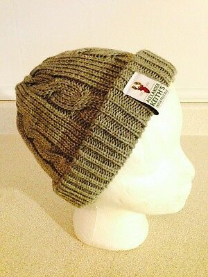 New Alexander Keiths Knitted Toques, Knitted Winter Hats, Red