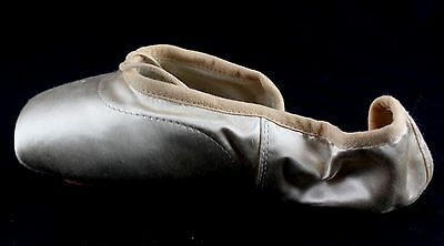 Girl's BLOCH Peach Pointe Ballet Shoes Size 2