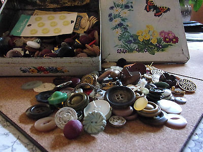 BUTTONS. Vintage Tin of Buttons