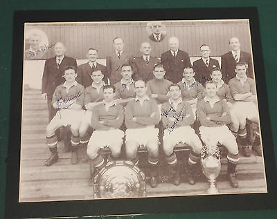 C1952 Manchester United Genuine Autographed Display Picture In Mount 5 Players