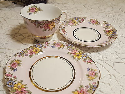 Colclough Harlequin Ballet Pale Pink Trio with Flower Detailing