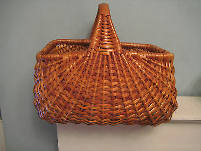 Vintage Wicker/Willow Shopping Basket Sunray Weave Shopping-Display