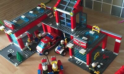Lego City Fire Station 7945 Complete- Boxed