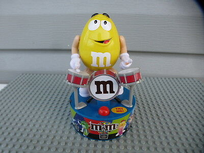 2016 M&m's Drummer Yellow Rock Star Plays Drums With Sound And Motion