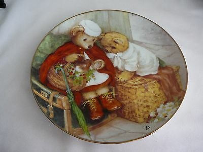 Spreading Holiday Cheer - Franklin Mint Heirloom Collector Plate Bears Display