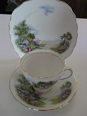 Royal Vale Assorted China Pieces.