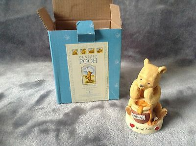 WINNIE THE POOH Classic Pooh with love figurine