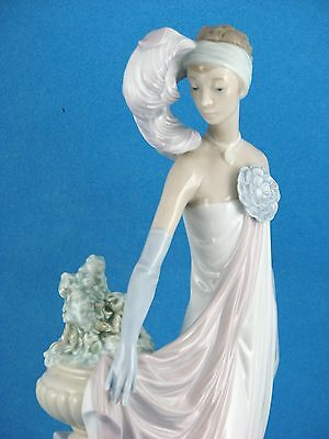 """GRAND DAME"" Very Rare Large Retired Lladro Figurine #1568"