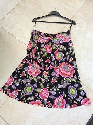 Beautiful Charlie Brown Floral Skirt Size 14 Sooo Soft Black Background