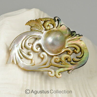 MABE Blister PEARL in SHELL Lustrous Rainbow Iridescent Carving Sumbawa 8.45 g