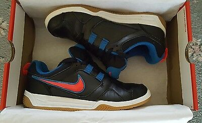 Boys NIKE trainers black blue red size UK5 excellent condition