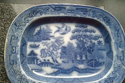 blue and white willow pattern platter