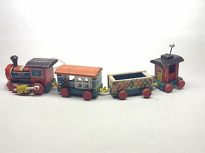 Vintage Fisher-Price Huffy Puffy 999 4 Piece Pull Toy Train