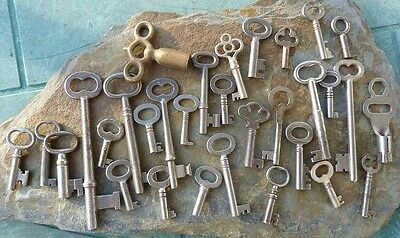 30 Assorted Antique Keys  Furniture Padlock  Skeleton  Cabinet  Mortise   Trunk