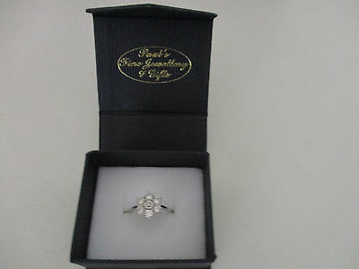 White Gold 9k Flower ring size O