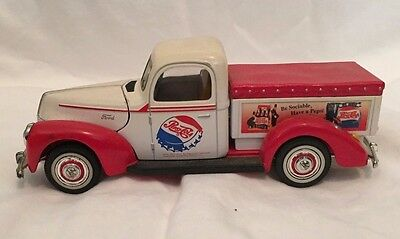 Golden Wheel Diecast 1940 Pepsi-Cola Ford-40 Red White Truck (1:32)