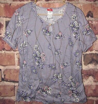 Women's Dickies Keyhole scrub top size Medium Purple floral pearl pattern