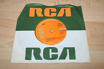 "THE SWEET FOX ON THE RUN 1974 UK 7"" VINYL SINGLE (Ex) A1/B1"