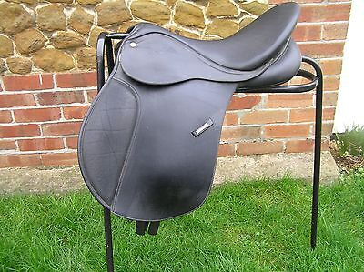 """Wintec Horse Saddle 17"""" Wide Changeable Gullet Black, Cair Panels"""