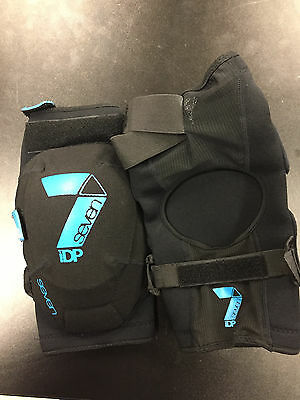 NEW Seven Protection Flex knee pads, large