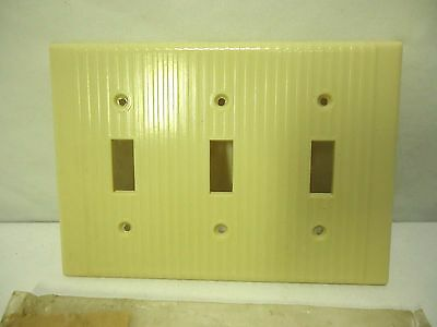 Leviton Ribbed Triple Switch Wall Plate Cover Art Deco NOS Bakelite VTG