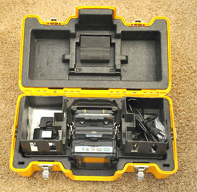 Fujikura FSM-70S Core Alignment Fusion Splicer w/ CT-30 6292 Arc Count USA Model