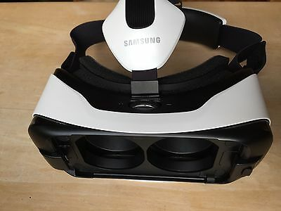 Samsung Gear Virtual Reality VR Headset
