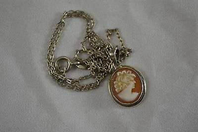 VINTAGE 1970s ITALIAN cameo pendant necklace on sterling silver chain 925 shell