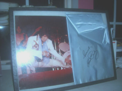 Elvis Presley Concert  Scarf And Photos