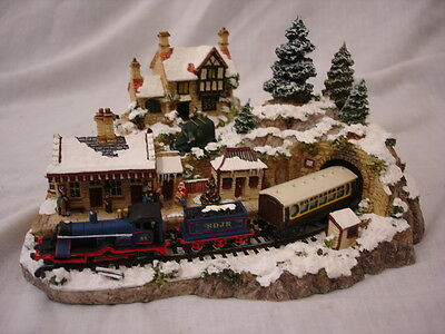 Danbury Mint Winter Wonderland Country Lines Collection By Jane Hart 18Cm Long