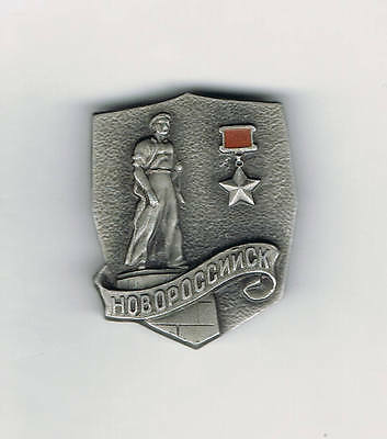 Old Russian NOVOROSSIYSK 'Hero City' pin badge (WWII/Soviet Union/USSR)