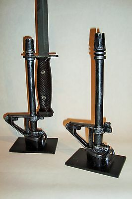 Support display stand for Colt M16 A1 bayonet