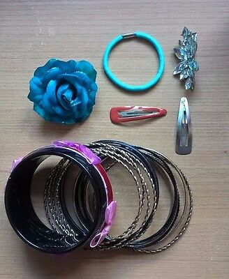 Set of bangles and hair clips (used)