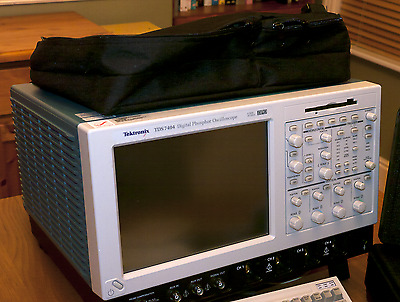 4GHz 4 Channel 20Gs/s Tektronix TDS7404 Oscilloscope and accessories