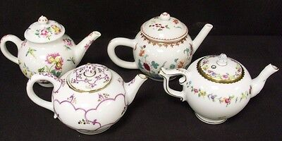 Victoria And Albert Museum 1985 Franklin Mint Set Of Four  Small Teapots  (Ew)