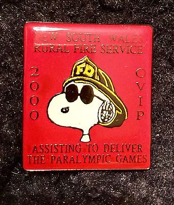 Vintage 2000 Peanuts Snoopy South Wales Fire Fighter Red Pin