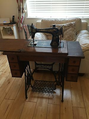 Vintage Antique Singer Sewing Machine With Cast Iron Treadle Table
