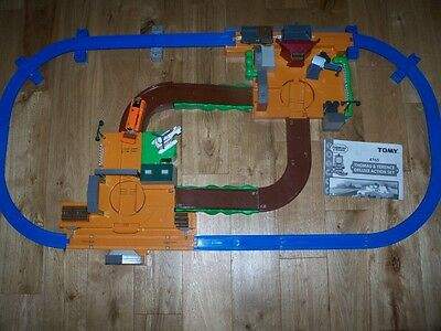 TOMY TRACKMASTER Thomas & Terence DELUXE MOTORISED ROAD & RAIL ACTION SET