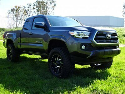 2017 Toyota Tacoma Access Cab 4WD 2017 Toyota Tacoma Access Cab 4WD Only 832 Miles Nice Interior Priced to Sell!